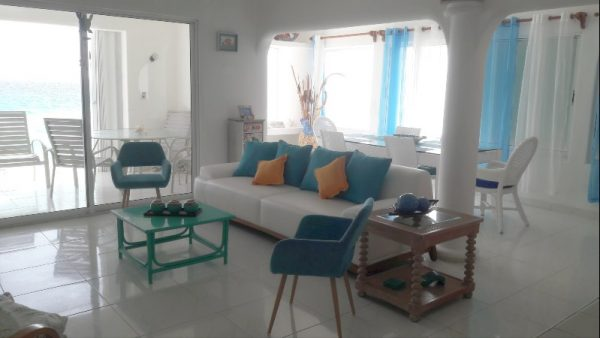 dreammakers ocean view - Living Room